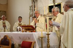 priestatthealtersmall