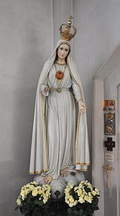 Statue depicting the Immaculate Heart of Mary as described by Sister Lúcia.