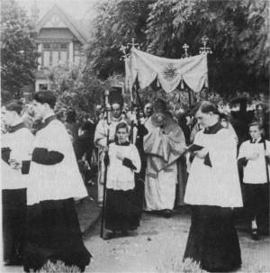 1954: Park Avenue Convent: Corpus Christi Procession. Fr Thomas Goodfellow, Fr Henry Bryant