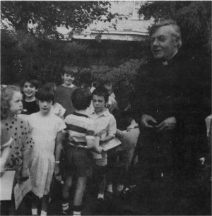 1987: Fr. John Power with First Communicants.